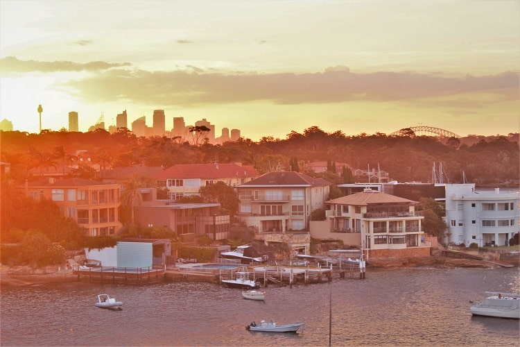 Discover where to live in Sydney and the best Sydney suburbs. (Image: view of Sydney Harbour and sktline from Vaucluse.)