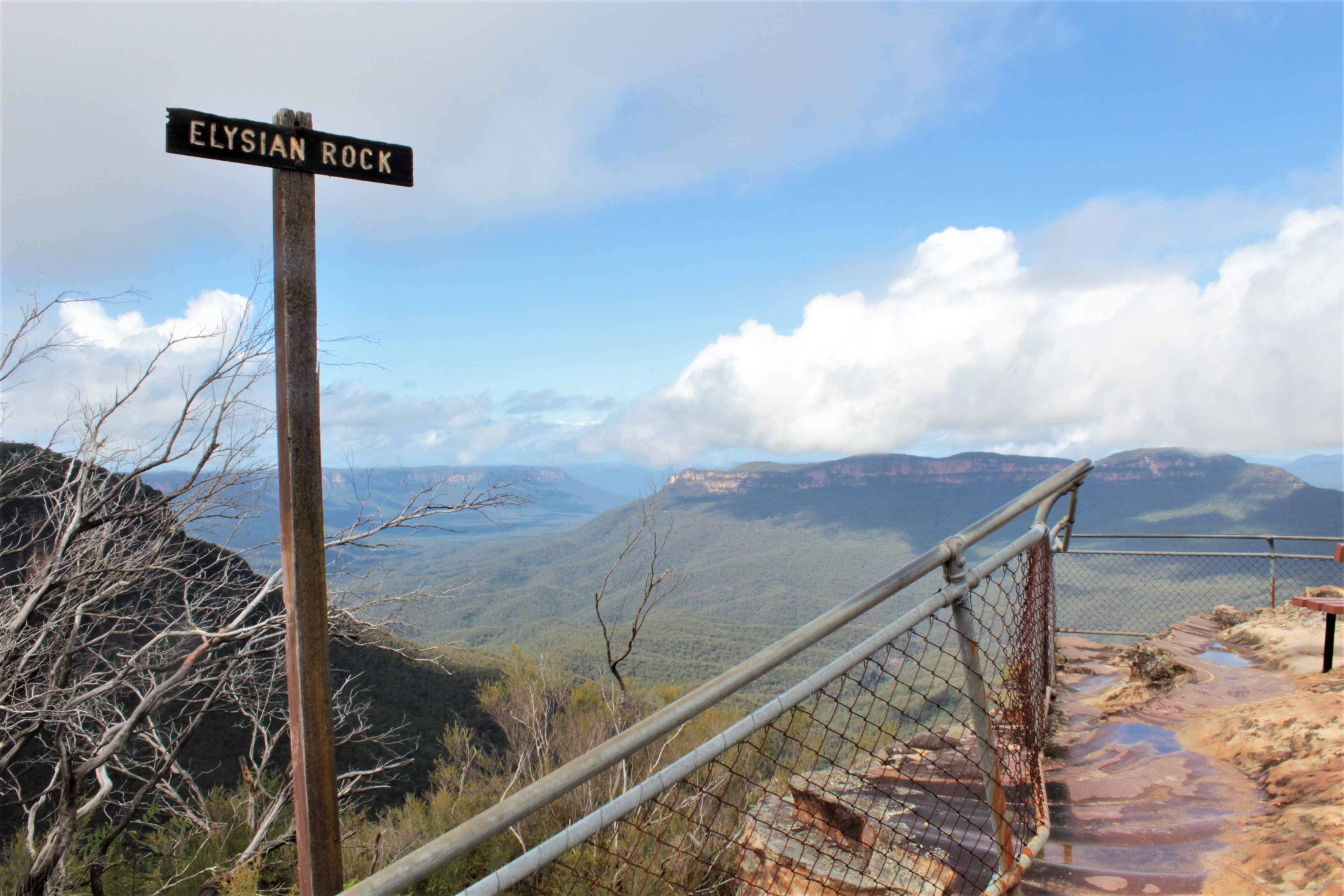 Find out why Australia makes the perfect walking holiday. An overview of hiking in Australia: from bush tracks in national parks to coastal tracks with stunning sea views.