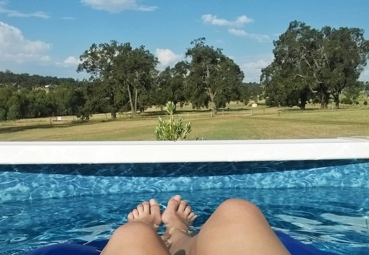 The pros and cons of house sitting from an experienced house sitter in Australia. Discover the benefits and pitfalls of rent-free living.