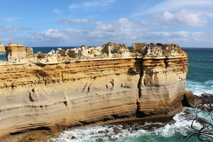 Plan your Great Ocean Road drive itinerary with this useful guide, which includes top attractions, such as the 12 Apostles, and where to find accommodation.