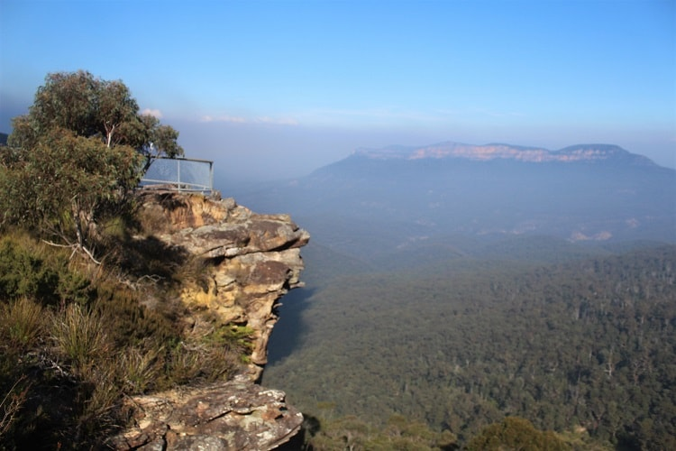 Discover 9 short Blue Mountains walks near Sydney Australia. All have stunning scenery, including waterfalls, lookouts, rainforest and cliffs in NSW.