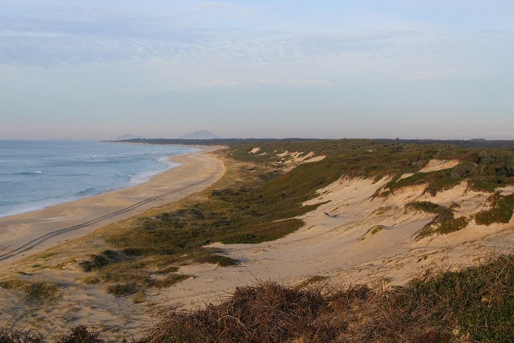 Stunning Mungo Beach and sand dunes in New South Wales.